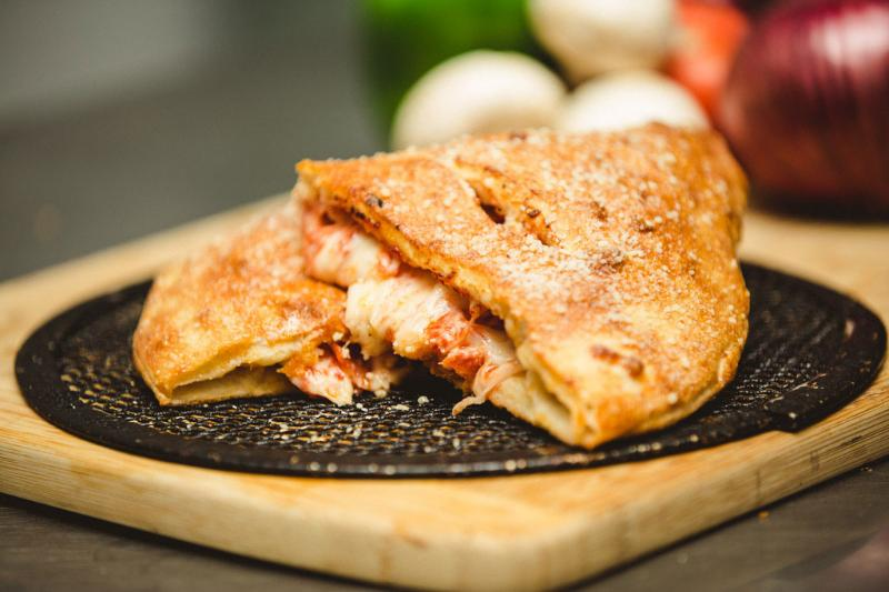 Calzone (2 Toppings)